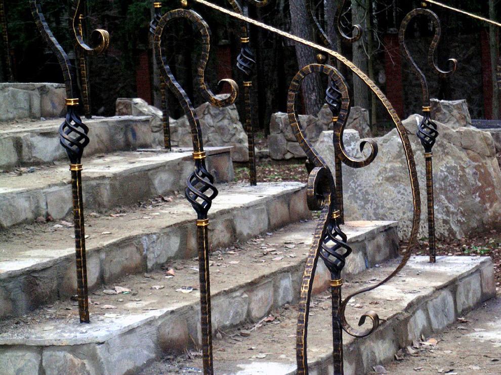 Кованые перила для наружной лестницы в100x75 - 900x674. - Перила